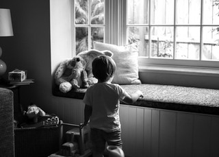 "<img src=""maternity photo.jpg"" alt=""Maternity photoshoot boy playing by the window"">"