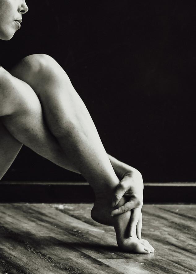 """<img src=""""pole dancer photo.jpg"""" alt=""""dancer resting on the floor in black and white"""">"""