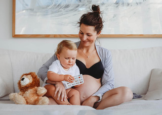 "<img src=""maternity photo.jpg"" alt=""Maternity photoshoot motherhood pregnant mummy with toddler"">"