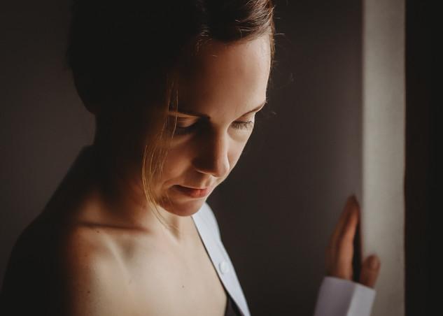 "<img src=""female photo.jpg"" alt=""woman in mens shirt looking down"">"