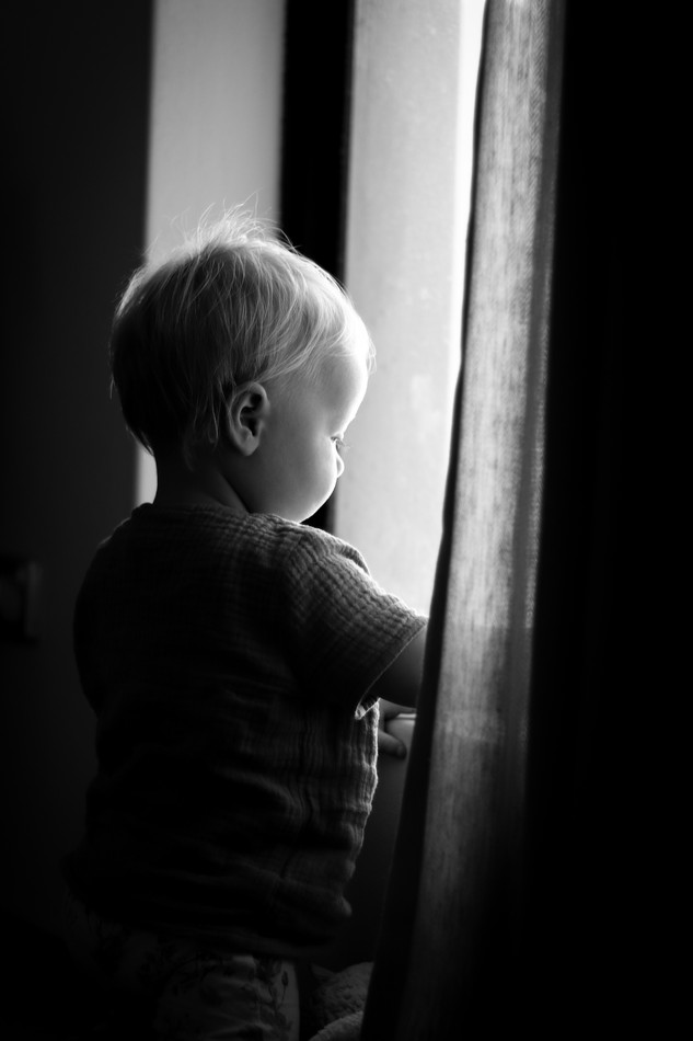 "<img src=""baby photo.jpg"" alt=""baby looking through the window low light"">"