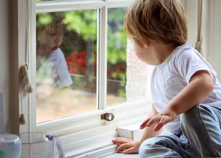 "<img src=""maternity photo.jpg"" alt=""Maternity photoshoot motherhood boy looking through window"">"