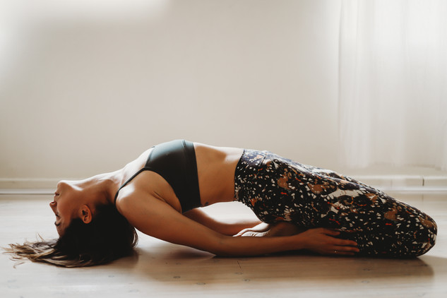 "<img src=""yoga photo.jpg"" alt=""yoga photoshoot yoga pose low light"">"