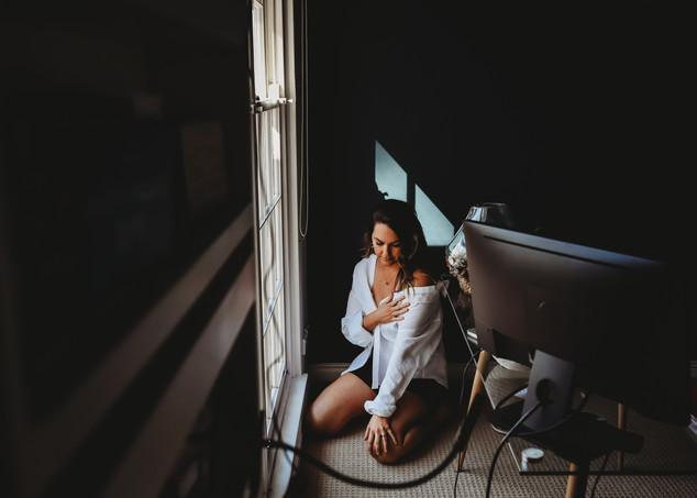 "<img src=""women in mens shirt photo.jpg"" alt=""Women in mens shirt sitting on the floor working from home"">"