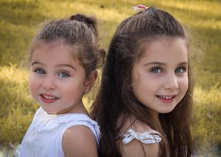 "<img src=""family photo.jpg"" alt=""Family photoshoot sisters smiling outdoors"">"