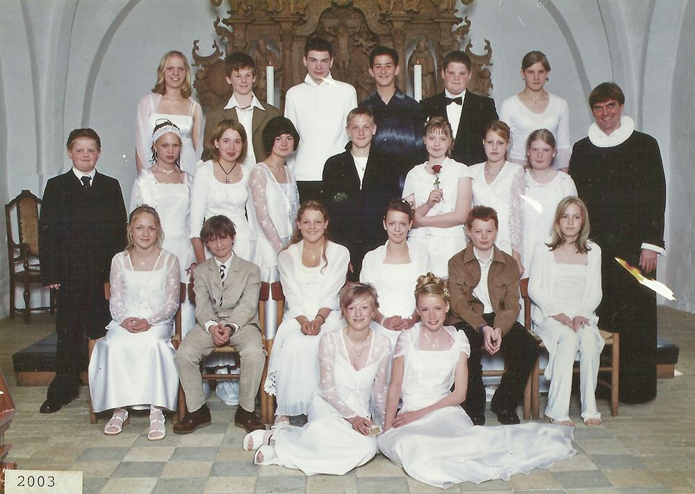 Egebjergkirke_konfirmander_2003