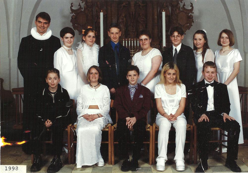 Egebjergkirke_konfirmander_1998