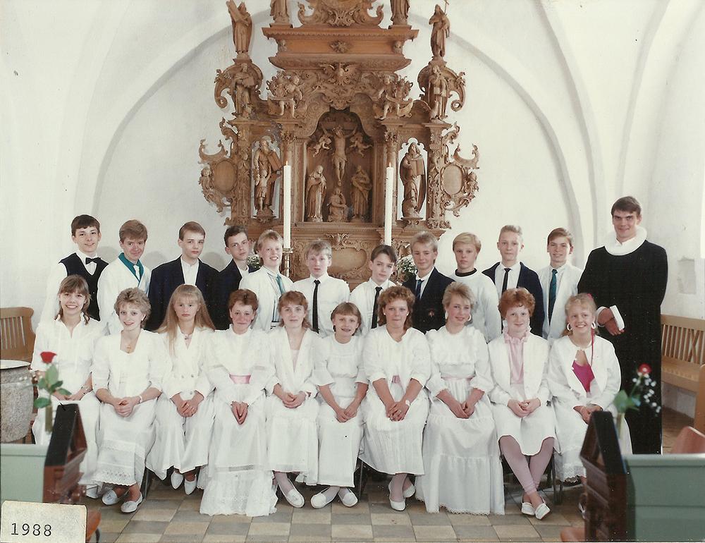 Egebjergkirke_konfirmander_1988