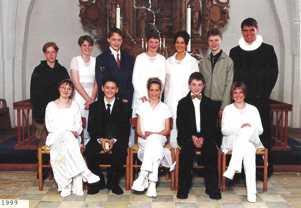 Egebjergkirke_konfirmander_1999