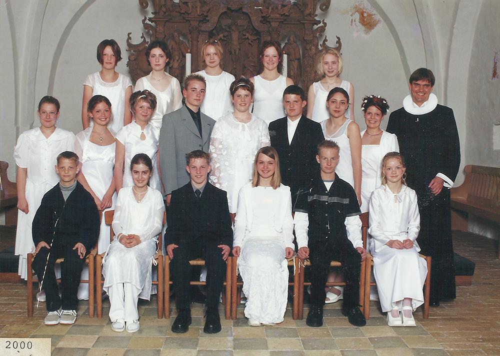 Egebjergkirke_konfirmander_2000