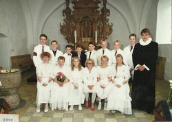 Egebjergkirke_konfirmander_1990