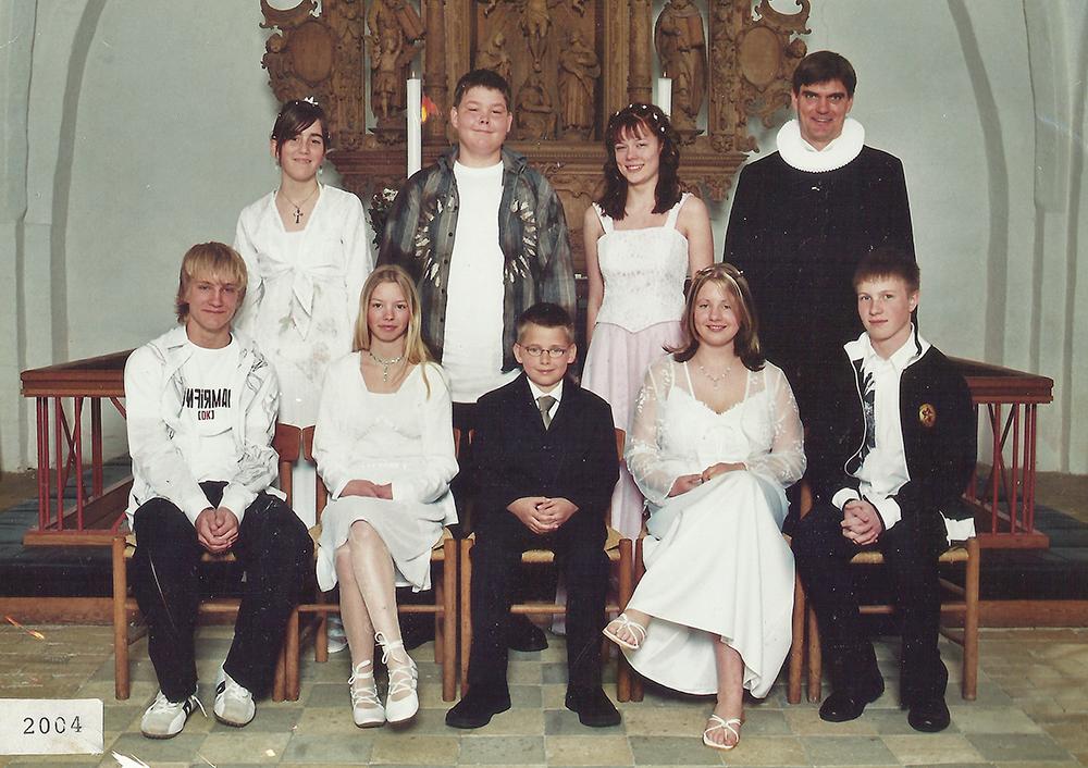 Egebjergkirke_konfirmander_2004
