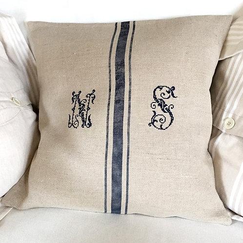 Housse de coussin en lin lavé, initiales brodées personnalisables.