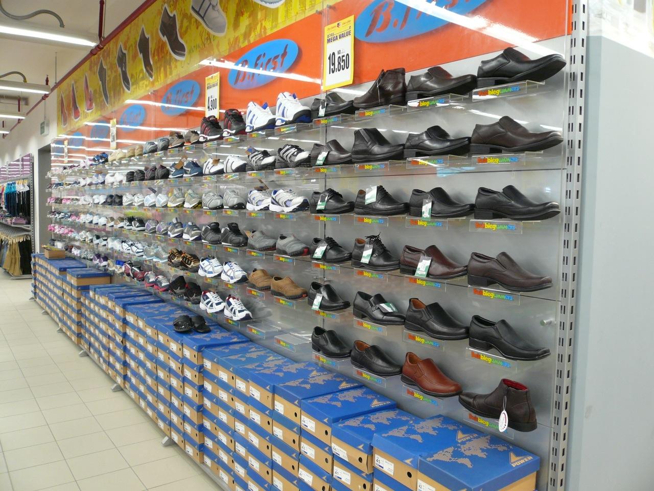 מדפי העליה -5- מדפים לחנויות נעליים