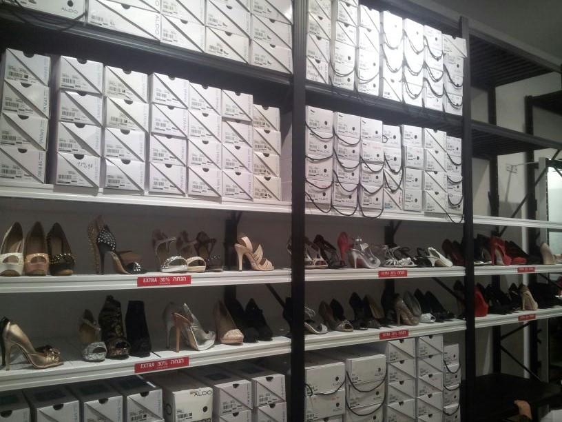 מדפי העליה -2- מדפים לחנויות נעליים