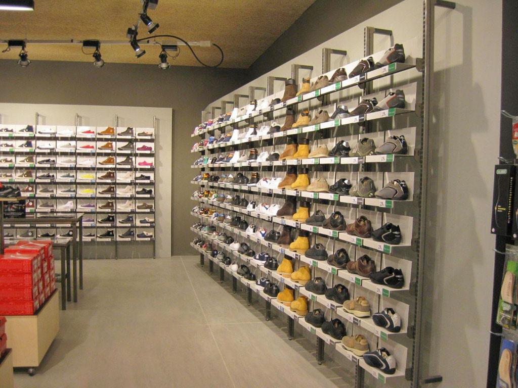 מדפי העליה -1- מדפים לחנויות נעליים