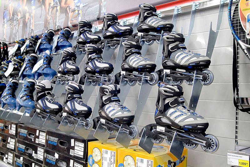 מדפי העליה -13- מדפים לחנויות נעליים