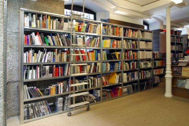 מדפי העליה -2- מדפים לספרים
