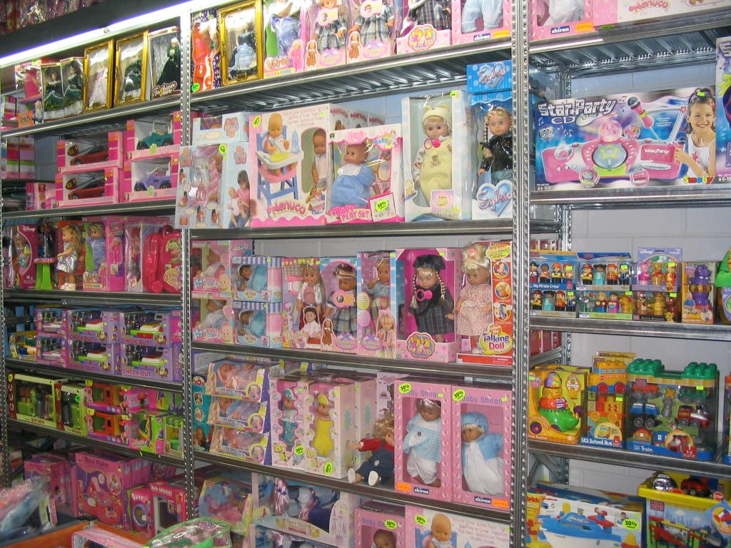 מדפי העליה -7- מדפים לצעצועים