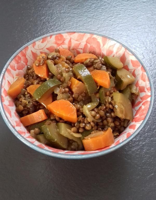Sain et naturel, un bowl lentilles legumes frais