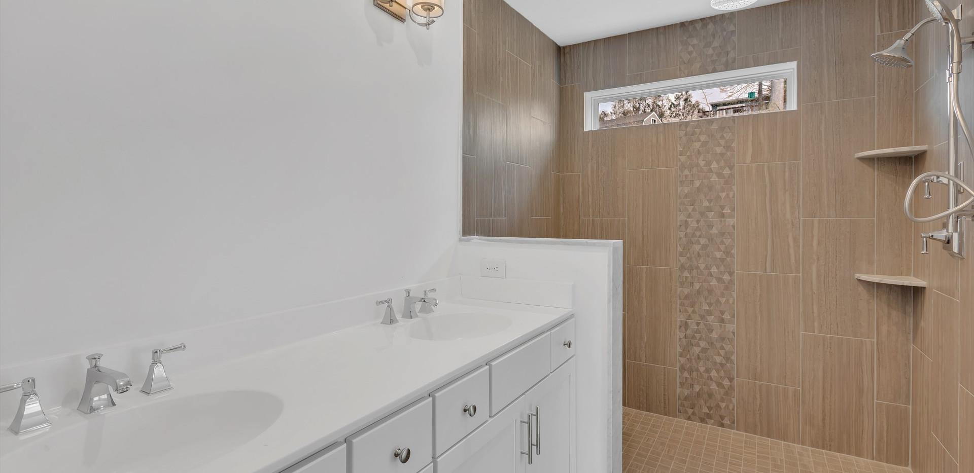 4 Master Bathroom.jpg