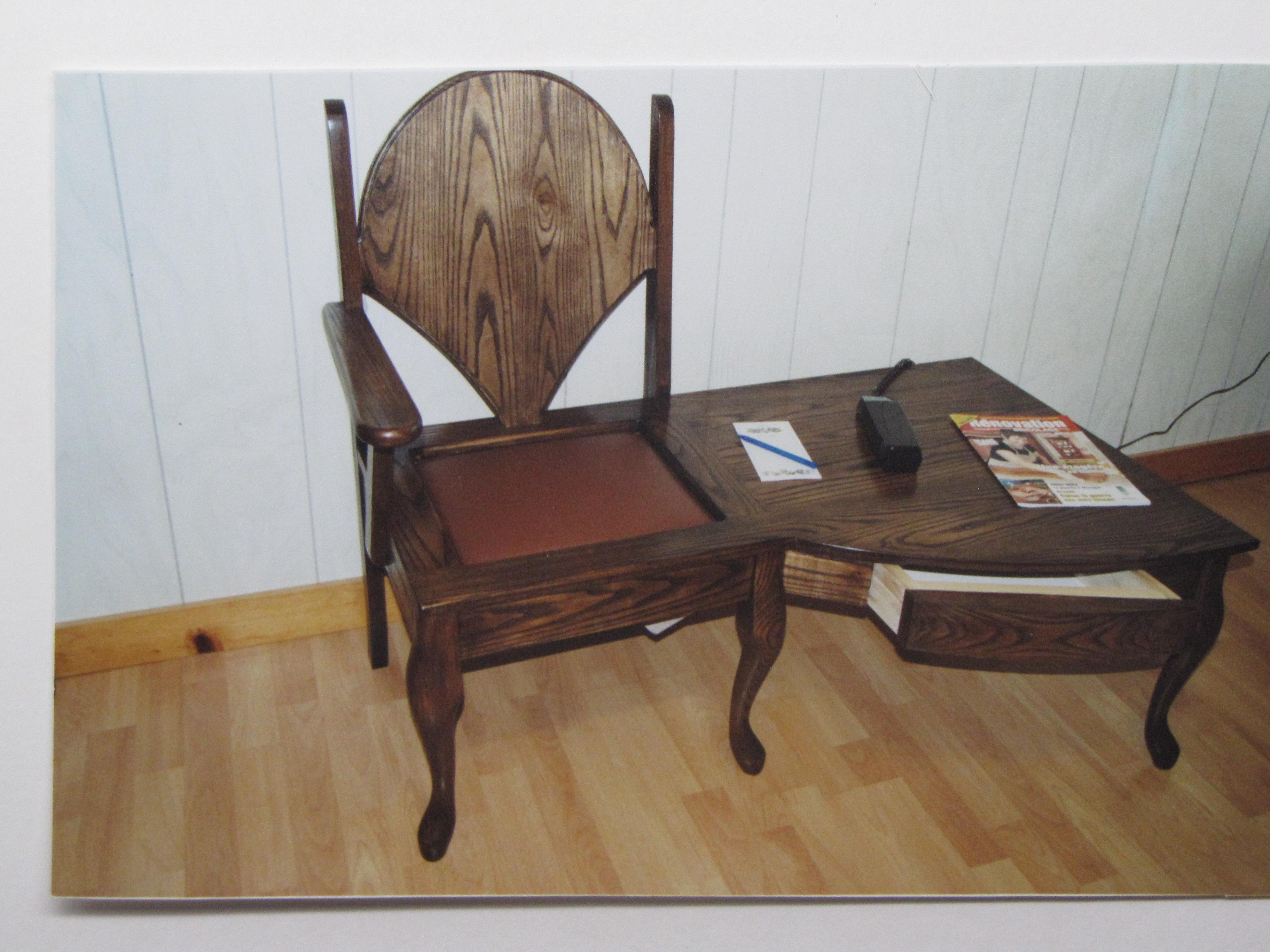 Table de téléphone avec chaise