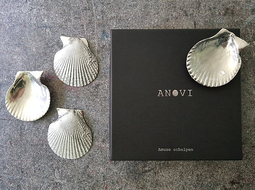 Amuse Bouche Shell Plate in Silver Tin