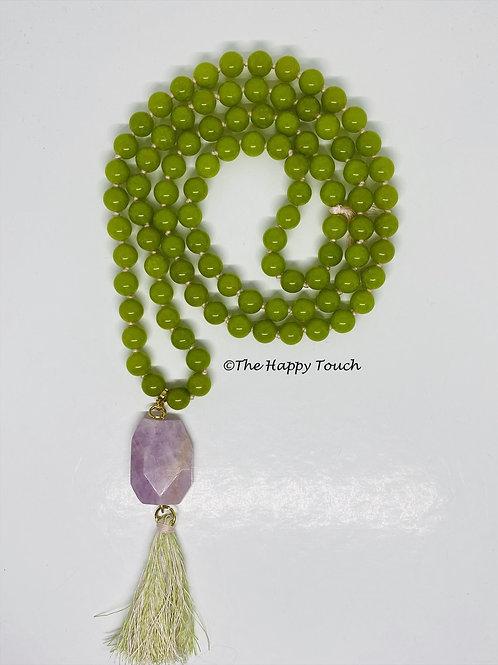Sautoir en pierres semi-précieuses de jade et son pendentif en kunzite