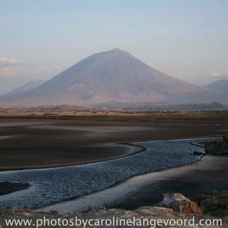 Prachtig landschap bij Lake Natron met Ol Donyo Lengai