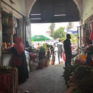 boodschappen doen op de lokale markt wordt vaak gedaan