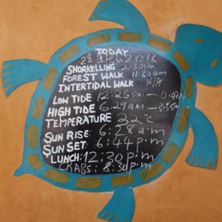 het dagelijks schema van tij en excursies bij Chumbe eiland