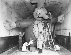 Tony-Sarg-And-Bil-Baird-Paint-Terrible-Turk-balloon-1930