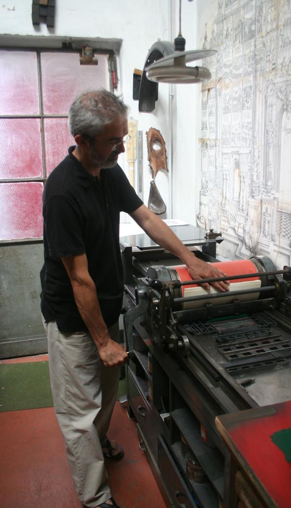 Lucio Passerini printing with the Vandercook