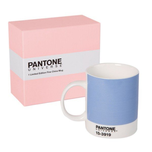 Pantone UNIVERSE mugs in the 2016 colors of the year, PANTONE 13-1520 Rose Quartz and Serenity 15-3919