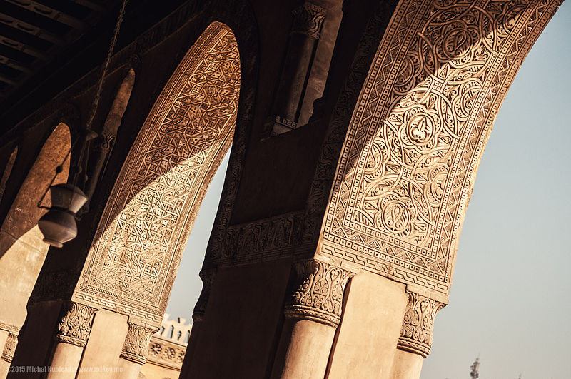 Arches_of_the_Ibn_Tulun_Mosque_in_Cairo