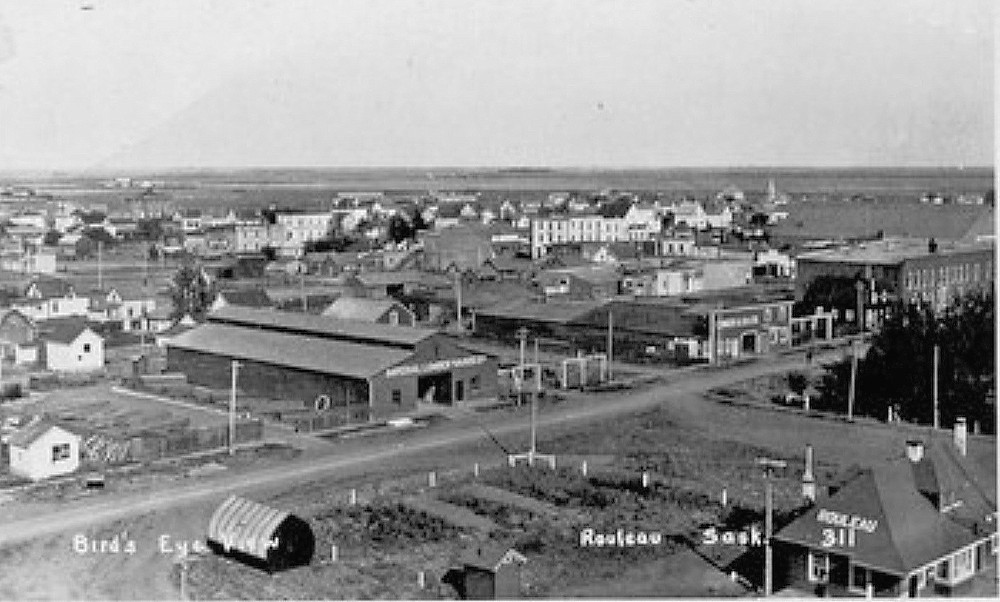 Rouleau, Saskatchewan 1910s. (Soo Line Station – lower right)
