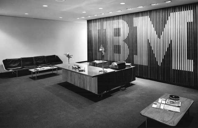 1958, reception area of IBM facility in Rochester, MN, designed by Eero Saarinen & Associates; photo courtesy IBM Corporate Archives