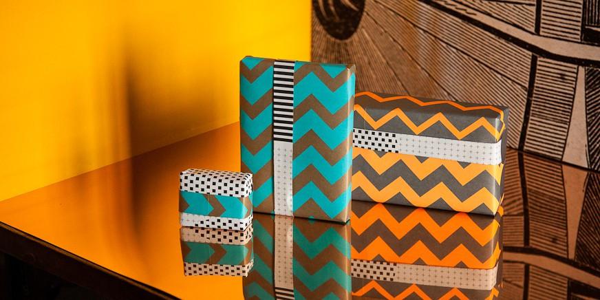Leon Päck-It giftwrap: http://wednesday-paper-works.com/shop/en/Give/Paeck-it-Leon