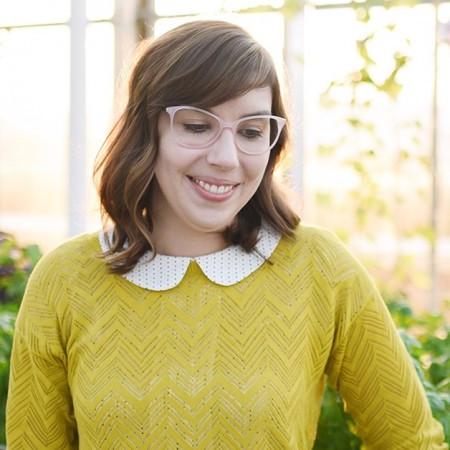 01-Megan-Sundquist-Headshot-print-projects-print-designer