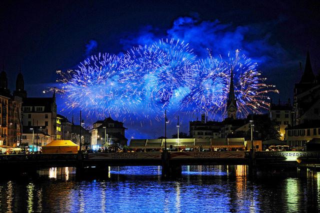 Blue fireworks...by Tambaku the Jagu on Flickr: http://bit.ly/1aqZcJZ