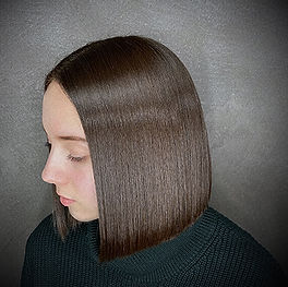 Photo d'une coupe et coiffure dame lisse couleur végétale brillance