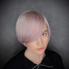Photo d'une coupe et coiffure dame tendance