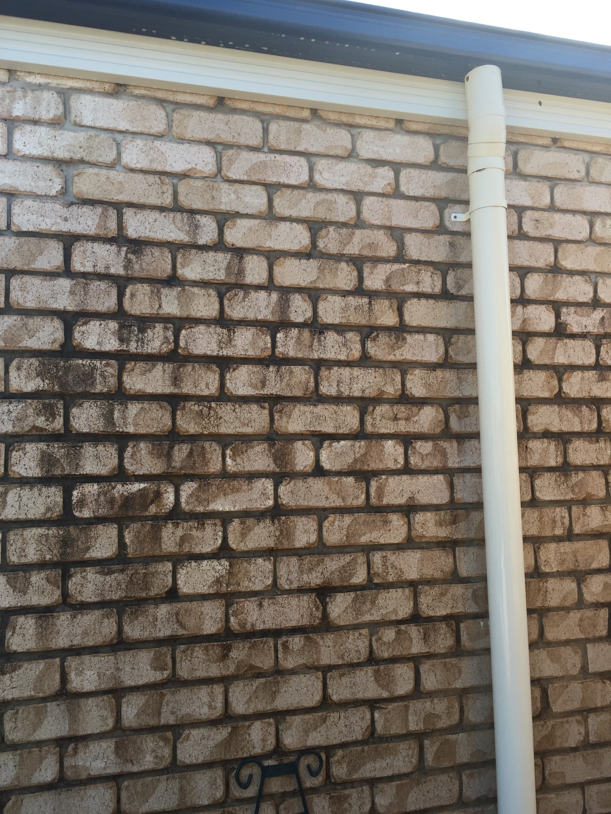 High Pressure Cleaning Gold Coast Bricks Before 1