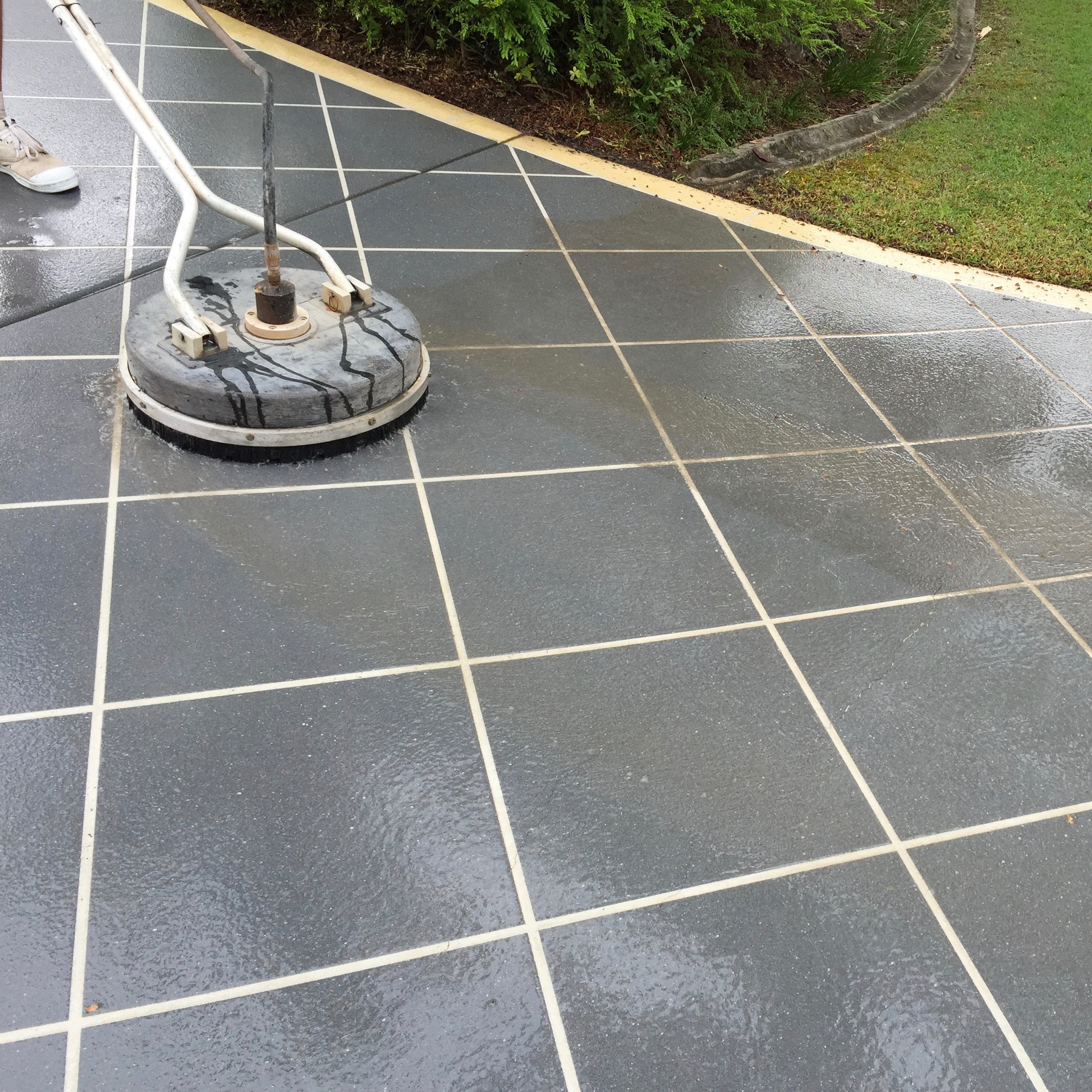 High Pressure Cleaning Gold Coast Driveway 1