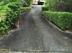 driveway before pressure cleaning