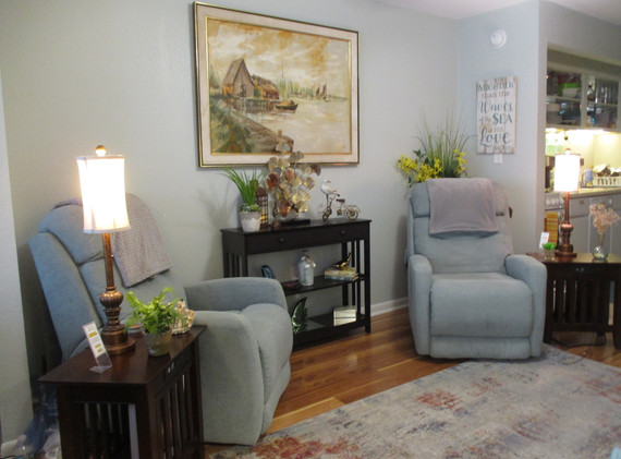 Living room w recliners