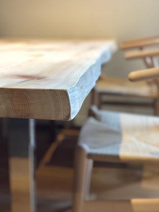 檜のテーブル