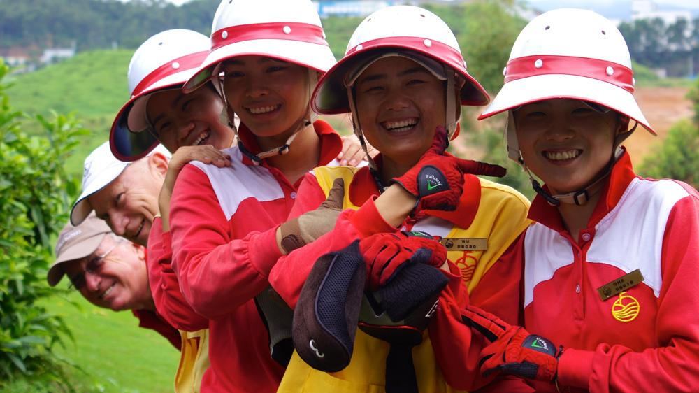 Mission-Hills-Shenzhen-caddies