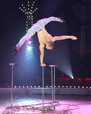 Equilibriste cirque de noel