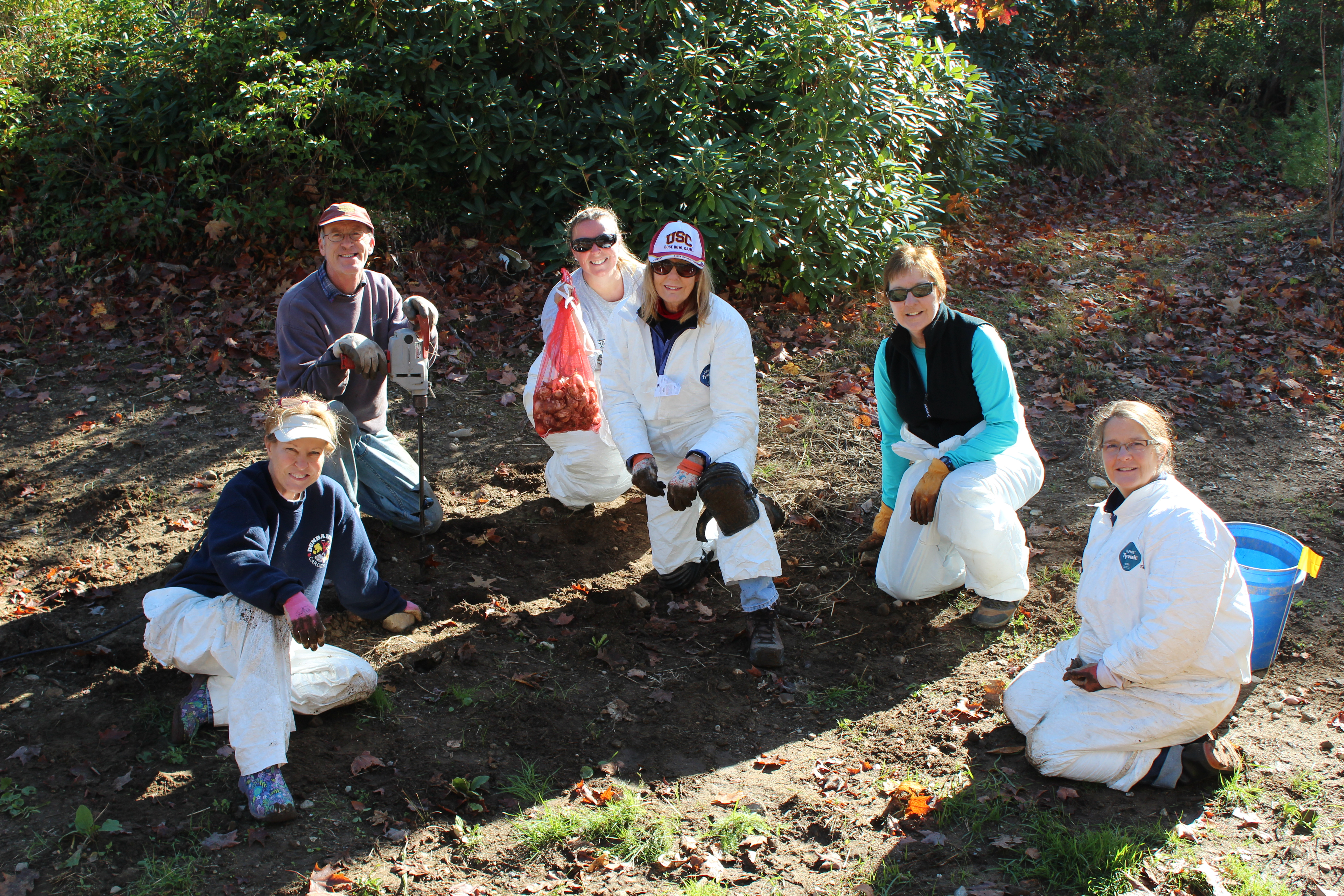 2014 Daffodil Planting 10-25-14 034.JPG